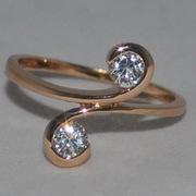 Золотые и серебряные кольца.